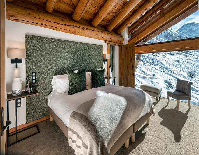 Mountain lodge availability in Val d'Isere